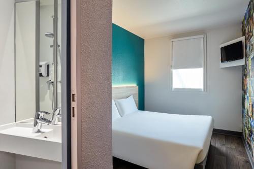 Salle de bains dans l'établissement hotelF1 Genève Saint Julien en Genevois