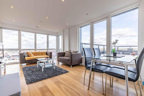 LONDON IN 18 MINS - PRIVATE ROOF TERRACE - FREE PARKING