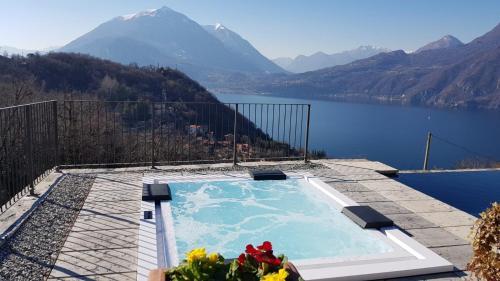 The swimming pool at or near Villa Silvi con piscina