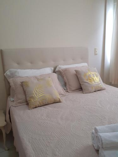 A bed or beds in a room at Apartamento Beira-Mar