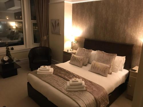 A bed or beds in a room at The Windsor Carlton