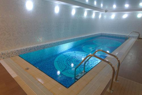 The swimming pool at or near Hotel Hayal