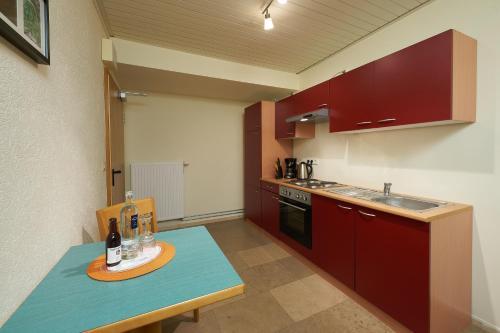 A kitchen or kitchenette at Landhotel Karrenberg