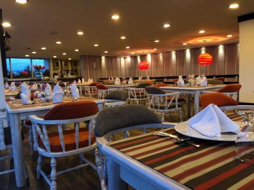 Un restaurante o sitio para comer en Hotel Hunza y Centro De Convenciones