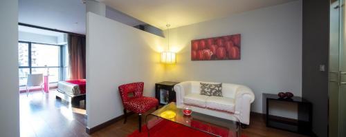 A seating area at Hotel Axis Vigo