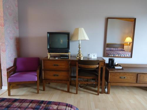 A television and/or entertainment center at Duck Cove Inn