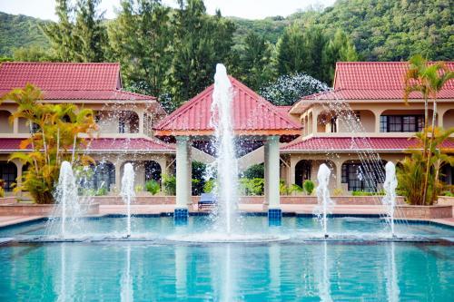 Het zwembad bij of vlak bij Oasis Hotel Restaurant & Spa