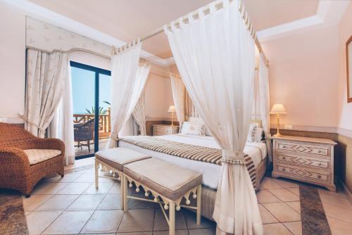 Cama o camas de una habitación en Iberostar Grand El Mirador - Adults Only