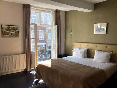 A bed or beds in a room at Boutique hotel Grote Gracht