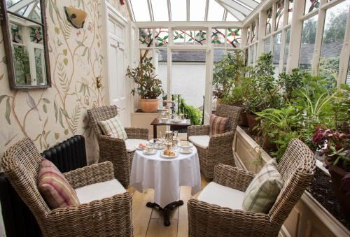 A restaurant or other place to eat at Raheen House Hotel