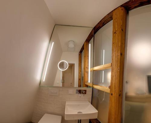 A bathroom at Boutique Hotel grüner Zweig