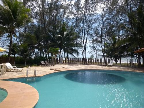 The swimming pool at or near Girassol Praia Hotel