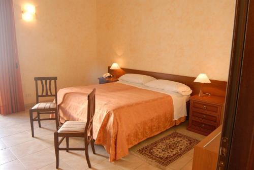 A bed or beds in a room at Hotel Gresi