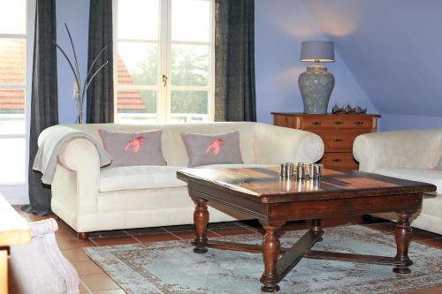 Ein Sitzbereich in der Unterkunft Ferienwohnung im Blauen Haus