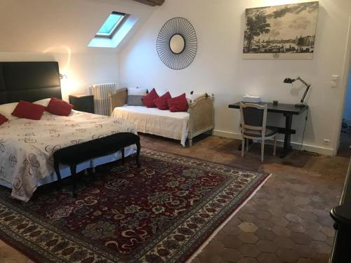 A bed or beds in a room at Demeure Les Aiglons