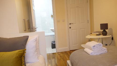 A seating area at Heathrow Ensuite Rooms