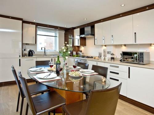 A kitchen or kitchenette at 1 Sandcastles