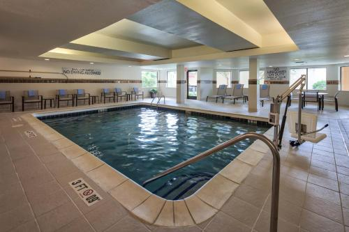 The swimming pool at or near Courtyard by Marriott Rock Hill