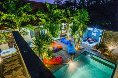 A view of the pool at Suba Homestay or nearby