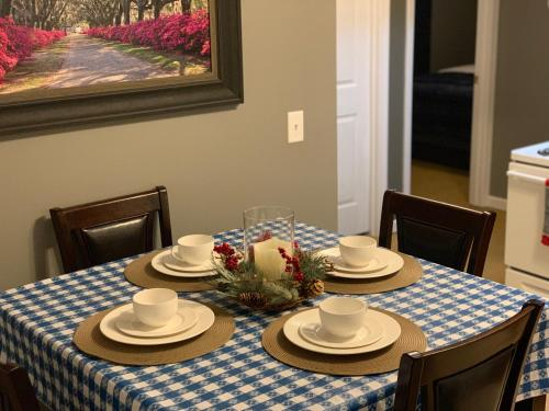A restaurant or other place to eat at Jackson Apartments Unit C