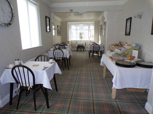 A restaurant or other place to eat at Stoneleigh Hotel