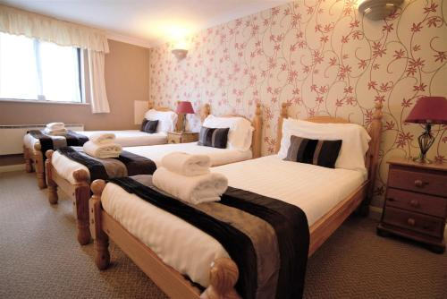 A bed or beds in a room at The Heath Inn