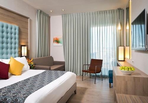 אזור ישיבה ב-מלון אסטרל ויליג