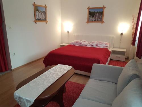 Postel nebo postele na pokoji v ubytování Apartment Familie Matovina