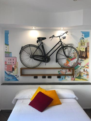 A bed or beds in a room at Hotel Europeo Napoli
