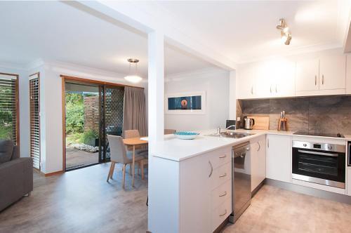 A kitchen or kitchenette at Calinda Sol 7 Byron Bay