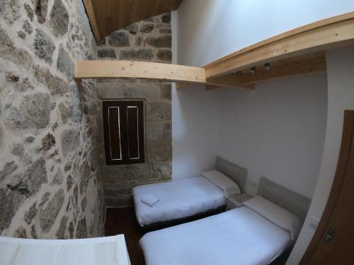 A bed or beds in a room at Albergue A Salazon