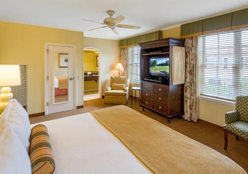 A bed or beds in a room at The King and Prince Beach & Golf Resort