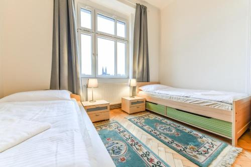 A bed or beds in a room at Spacious Flat with Amazing View, easy METRO access