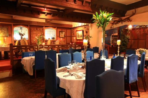 A restaurant or other place to eat at Danny Minnies Country House