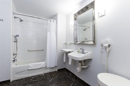 A bathroom at L.A. Sky Boutique Hotel