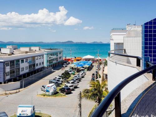 Uma vista da piscina em Cobertura Duplex na Prainha em Arraial do Cabo ou nos arredores