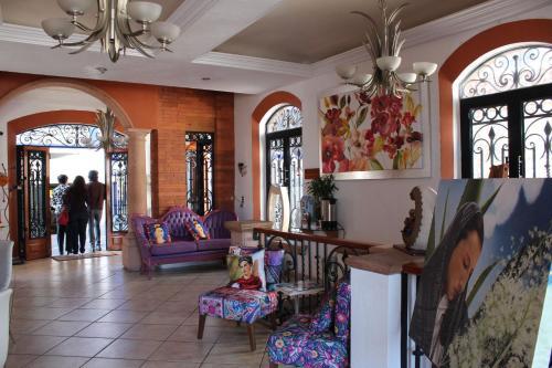 The lobby or reception area at Boutique Pueblo Lindo
