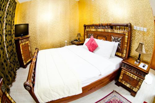 A bed or beds in a room at Arbella Boutique Hotel