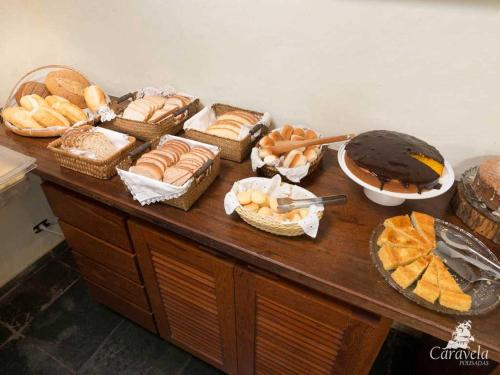 Breakfast options available to guests at HOSTEL DA PRAIA
