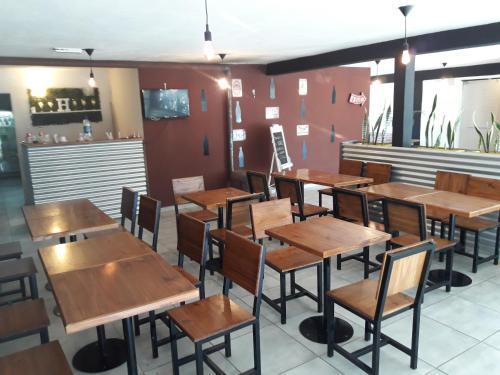Un restaurant u otro lugar para comer en Gbh