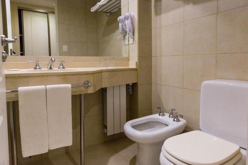 A bathroom at MIL810 Ushuaia Hotel