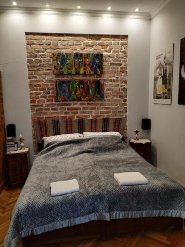 Łóżko lub łóżka w pokoju w obiekcie Krakowsky Apartment