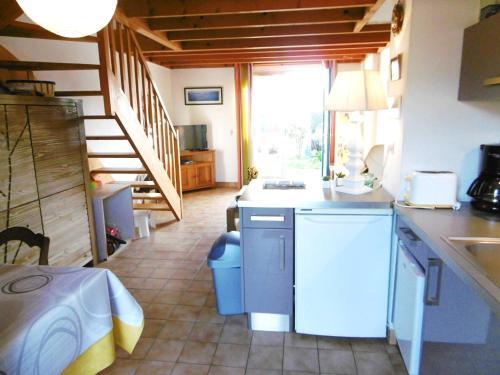 A kitchen or kitchenette at Maisonnette Solenn