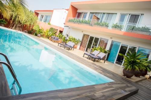 The swimming pool at or near Hotel Maison Rouge Cotonou