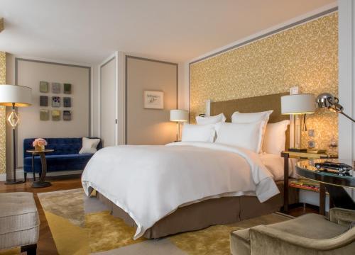 Un ou plusieurs lits dans un hébergement de l'établissement Hotel de Crillon