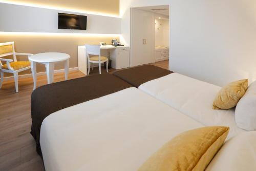 Кровать или кровати в номере Sercotel Alfonso XIII