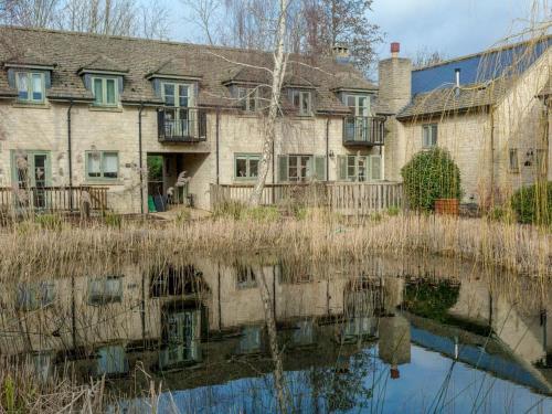 Ewan House