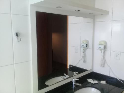 A bathroom at Canoas Parque Hotel