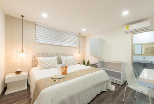 A bed or beds in a room at Medellín Vibes Hostel