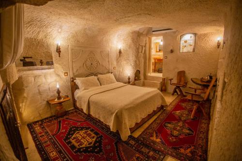 A bed or beds in a room at Koza Cave Hotel